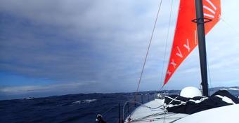 Vendee Globe: Dawna łódka Gutka bez masztu!